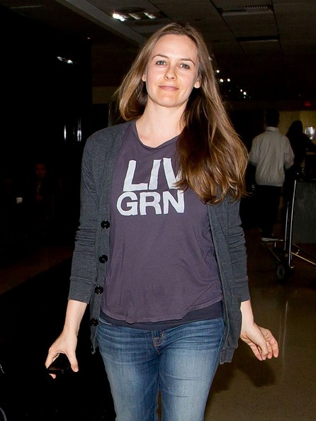 Alicia+Silverstone+seen+at+LAX+_AiS3ZTQtJil.jpg