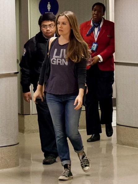 Alicia+Silverstone+seen+at+LAX+dBhMMhtNFGQl.jpg