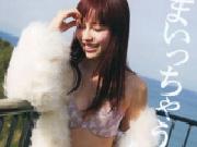 『AKB48河西智美の手ブラ児童ポルノ写真にお咎めなし』