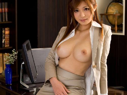 OLお姉さんが着エロ制服で誘惑し美乳おっぱい愛撫エロ画像 【コスプレ】