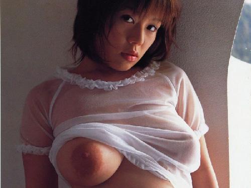 ハミ乳おっぱい美巨乳お姉さんが桃尻お尻を半ケツ見せてる淫乱エロ画像