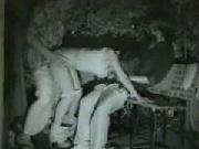 池袋の某公園、夜中に青姦するカップル。+1で3Pまで