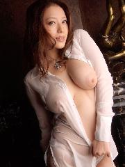 下着で誘惑する美乳ハミ乳と半ケツ桃尻OLお姉さん淫乱エロ画像