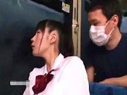 【痴漢】部活で帰りが遅くなった女子校生が乗客が少ないバスの中で痴漢魔に犯される!