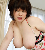 小泉麻由チャン Jカップ107cmの爆乳おっぱい♪