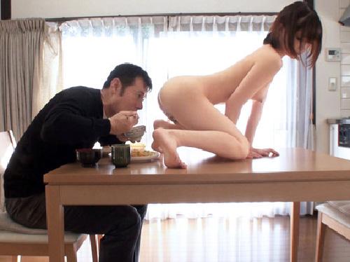 アリエナイほどの美少女家政婦が全裸で家事と性処理までしてるエロ画像
