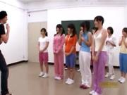 【ハーレム乱交】アイドルグループ所属の少女たちがレッスンを騙った乱交プレイの洗礼を受ける!