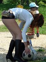 昼間の無防備人妻パンチラ・胸チラ画像wwwwwwwwww