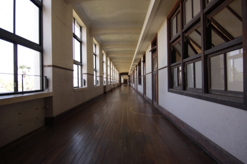 豊郷小学校2階廊下南