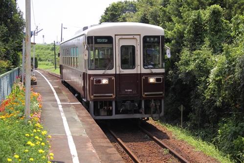 上野部駅と電車