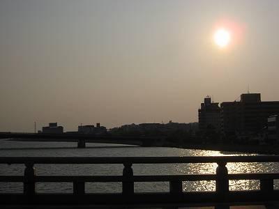 松江大橋から眺めた夕日