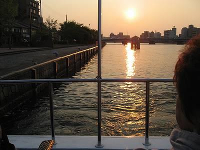 出航直前のはくちょう号より夕日を望む