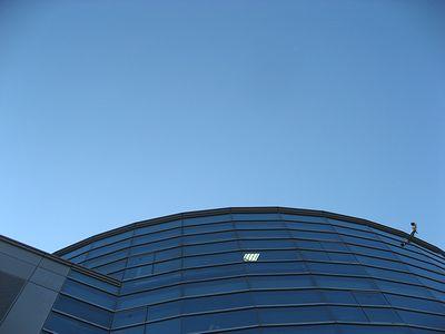 WINS名古屋新館と青空