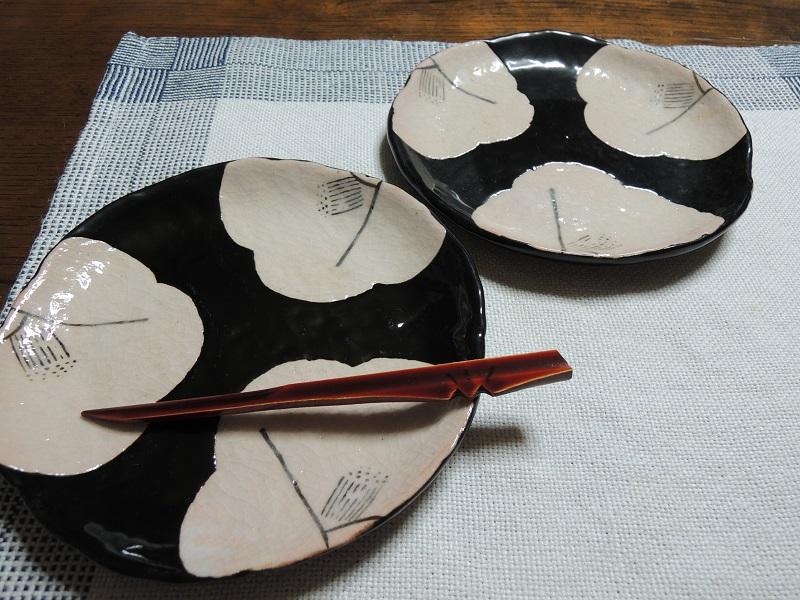 黒織部 椿の絵柄