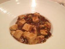 炒飯の上に麻婆豆腐