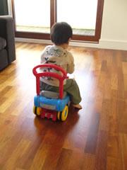 トーマスに乗る息子