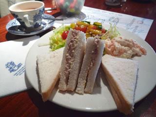 サンドイッチ&ぬりえ