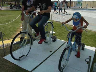 自転車をこぐ息子&旦那様