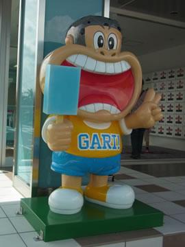 ガリガリ君の像