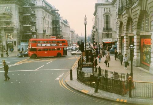 バスの車窓・ピカデリーサーカス
