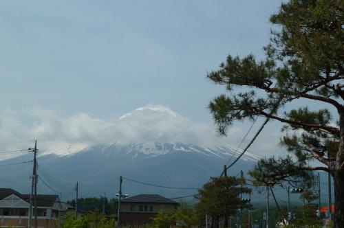 和菓子屋の前の富士山
