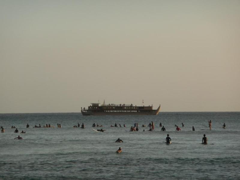 ワイキキビーチ サーファー