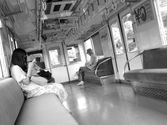 2012/9/9 南海多奈川線の車内で