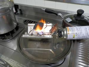 換気扇下での豆炭熾し