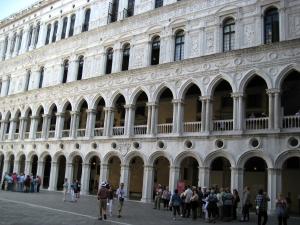 ベネチア046ドゥカーレ宮殿中庭