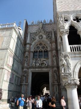 ベネチ056布告門ドゥカーレ宮殿