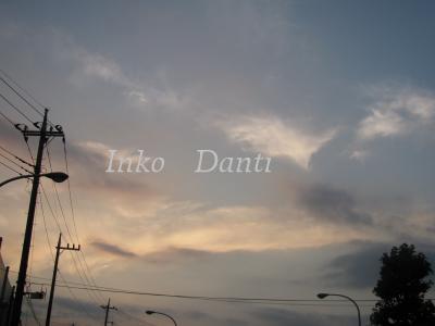 H駅前 夕暮れの空