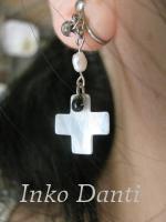 十字架のイヤリング