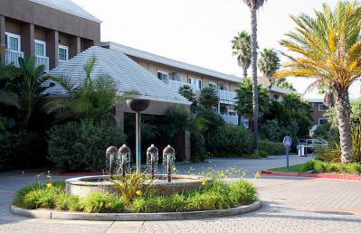 aa-hotel-entrance2.jpg