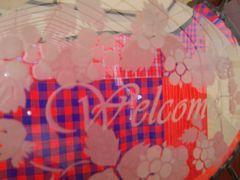 [写真]開園祝いに頂いたステンドグラスのウェルカムボードのガラス部分