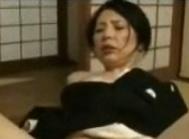 山口智美四十路未亡人が坊さんの激しい指姦で潮吹きFC2動画