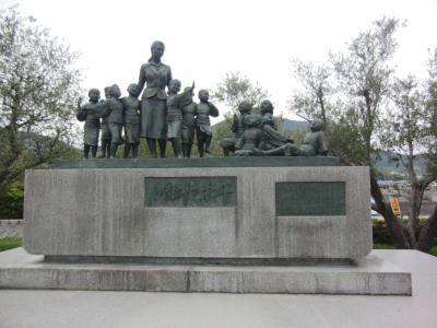 ⑬平和の群像