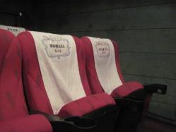 出演者が映画で座ったシート