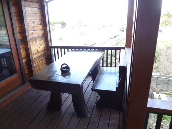 テラスのテーブル席