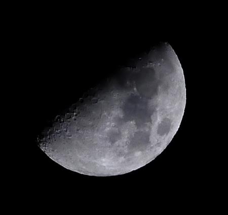 ミラーレスで月