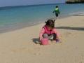 砂遊びに熱中!