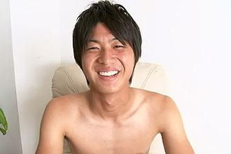 ゲイ動画:笑顔の可愛いビンビン勃起18歳男子 !!
