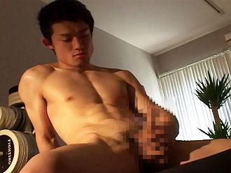 [男のプリケツ] ゲイ動画:ハンサム兄ちゃんウブウブチンポをしごいてGO !!