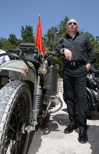 http://image.39.net/2011/07/950x514.jpg_プーチン画像バイク