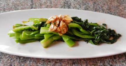 庭の中国野菜、麹醤油炒め