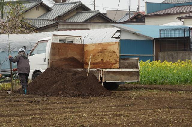 降ろし終わった堆肥 完熟牛糞牛之助