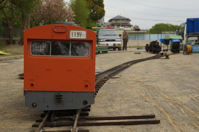 ひしゃげた中央線と蒸気2台