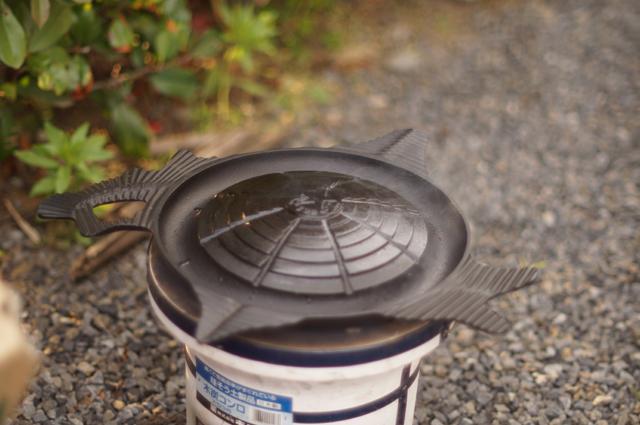 脂がのって煙が出始めたサッポロビール園特製ジンギスカン鍋
