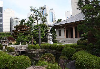 東ジャカランダの花咲く寺-3