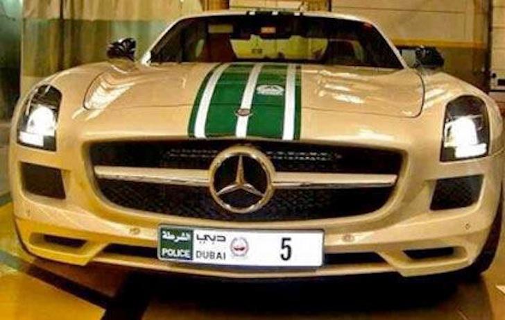 Dubai-Police-Aston-Martin-One-77-003.jpg