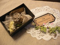olive-san  corsage in the box